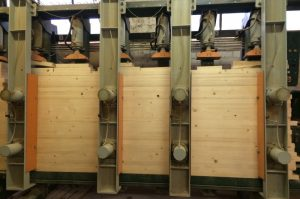 Ruošiama klijuota mediena